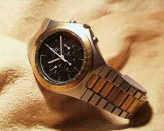 c.861 Two Tone/Black Dial (1982)